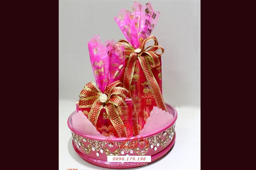 Dịch vụ cưới hỏi 24h trọn vẹn ngày vui chuyên trang trí nhà đám cưới hỏi và nhà hàng tiệc cưới | Mâm trà và rượu tông màu hồng ấn tượng