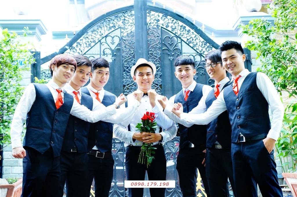 Dịch vụ cưới hỏi 24h trọn vẹn ngày vui chuyên trang trí nhà đám cưới hỏi và nhà hàng tiệc cưới | Người bưng mâm quả nam 1