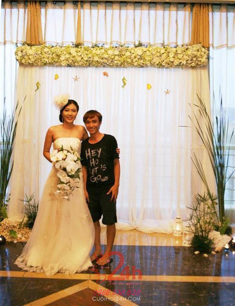 Dịch vụ cưới hỏi 24h trọn vẹn ngày vui chuyên trang trí nhà đám cưới hỏi và nhà hàng tiệc cưới | Phông cưới - Backdrop hoa tươi cùng vải voan trắng