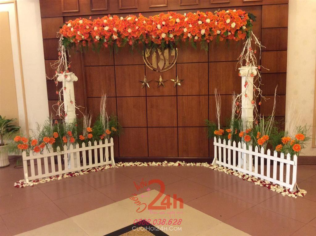 Dịch vụ cưới hỏi 24h trọn vẹn ngày vui chuyên trang trí nhà đám cưới hỏi và nhà hàng tiệc cưới | Phông cưới - Backdrop tông gỗ lạ mắt