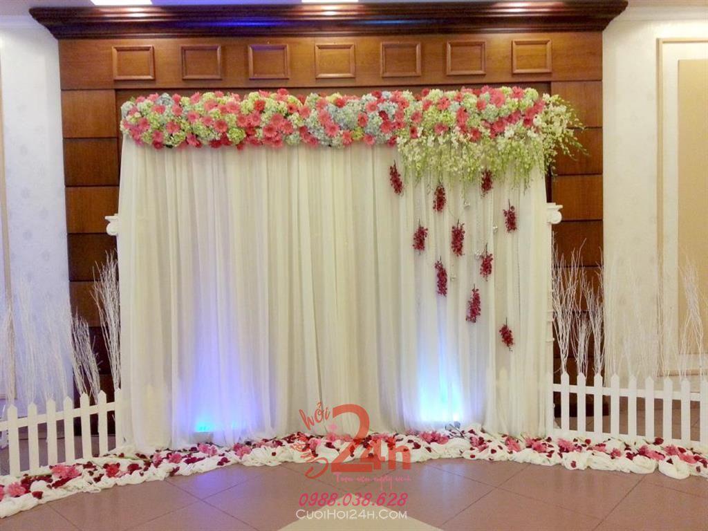 Dịch vụ cưới hỏi 24h trọn vẹn ngày vui chuyên trang trí nhà đám cưới hỏi và nhà hàng tiệc cưới | Phông cưới - Backdrop tông trắng sang trọng