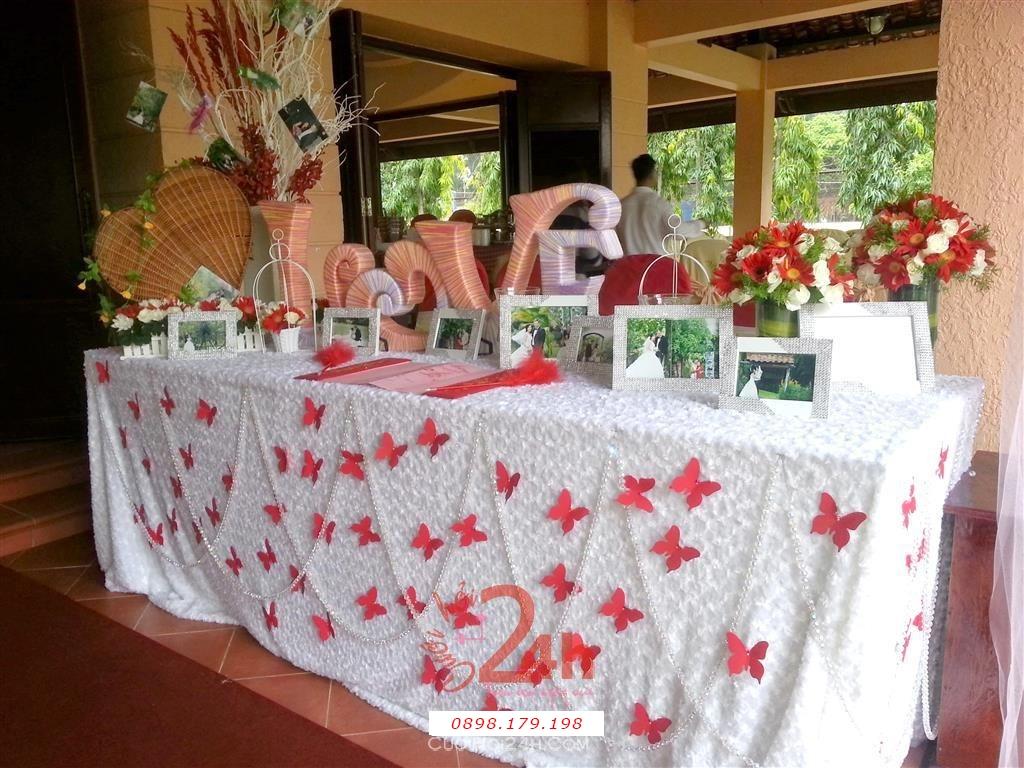 Dịch vụ cưới hỏi 24h trọn vẹn ngày vui chuyên trang trí nhà đám cưới hỏi và nhà hàng tiệc cưới | Trang trí bàn ký tên đẹp với bướm xinh đính trên vải nhung