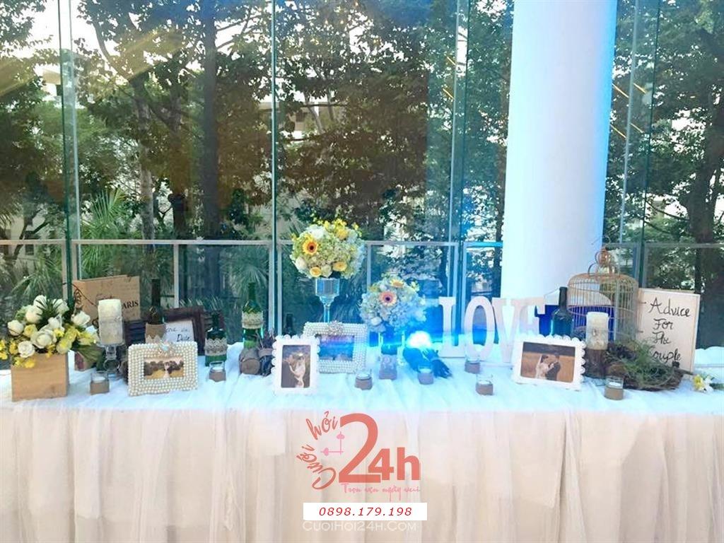 Dịch vụ cưới hỏi 24h trọn vẹn ngày vui chuyên trang trí nhà đám cưới hỏi và nhà hàng tiệc cưới | Trang trí bàn ký tên tong màu nhạt nhẹ nhàng sang trọng (1)