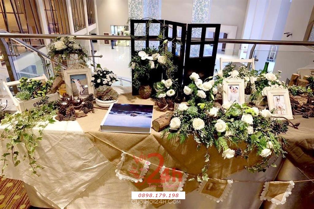 Dịch vụ cưới hỏi 24h trọn vẹn ngày vui chuyên trang trí nhà đám cưới hỏi và nhà hàng tiệc cưới | Trang trí bàn ký tên tông vàng nhạt độc đáo và cá tính