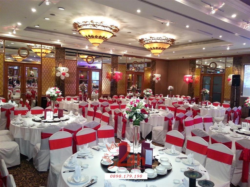 Dịch vụ cưới hỏi 24h trọn vẹn ngày vui chuyên trang trí nhà đám cưới hỏi và nhà hàng tiệc cưới | Trang trí bàn tiệc nhà hàng tông trắng đỏ sang trọng