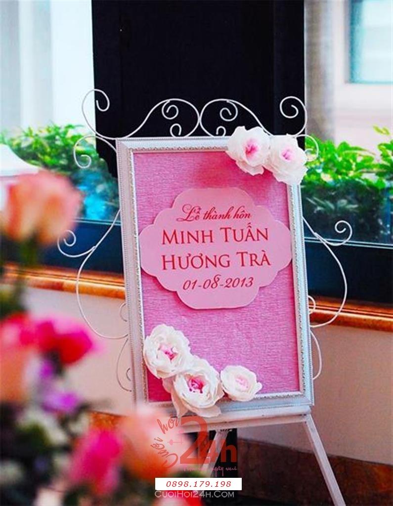 Dịch vụ cưới hỏi 24h trọn vẹn ngày vui chuyên trang trí nhà đám cưới hỏi và nhà hàng tiệc cưới | Trang trí bảng tên hoa giấy tông hồng