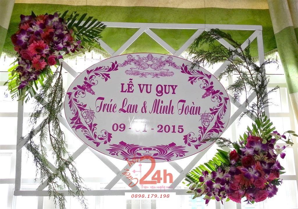 Dịch vụ cưới hỏi 24h trọn vẹn ngày vui chuyên trang trí nhà đám cưới hỏi và nhà hàng tiệc cưới | Trang trí bảng tên lễ vu quy dễ thương với phông lan và hoa hồng