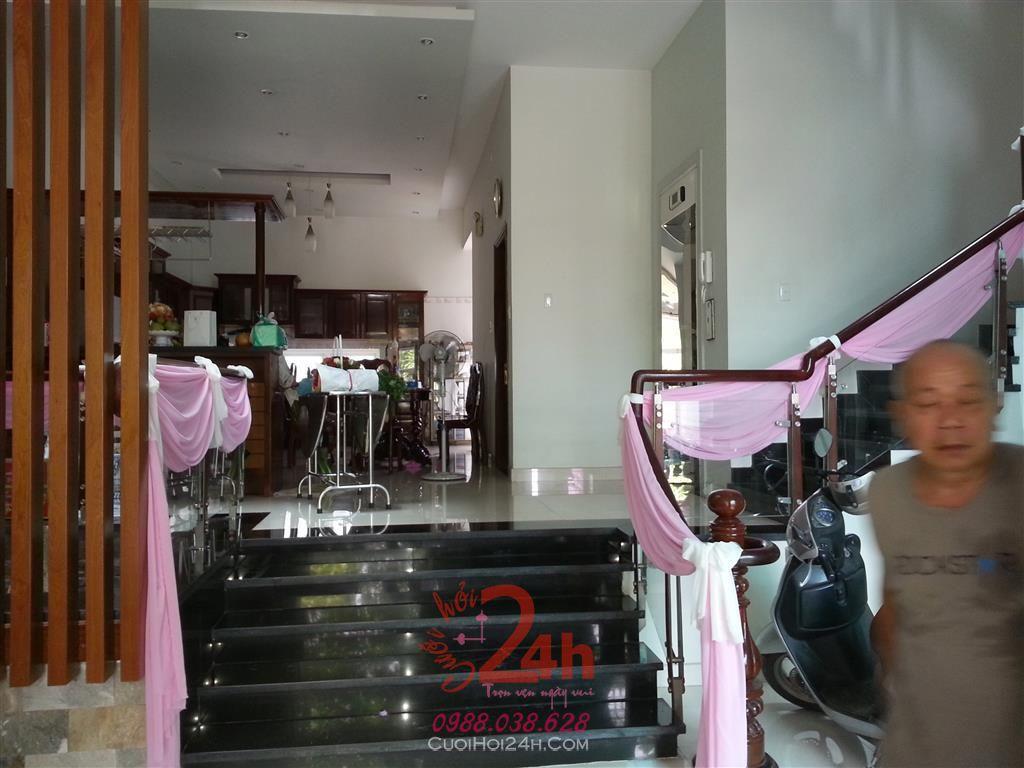 Dịch vụ cưới hỏi 24h trọn vẹn ngày vui chuyên trang trí nhà đám cưới hỏi và nhà hàng tiệc cưới | Trang trí cầu thang 01