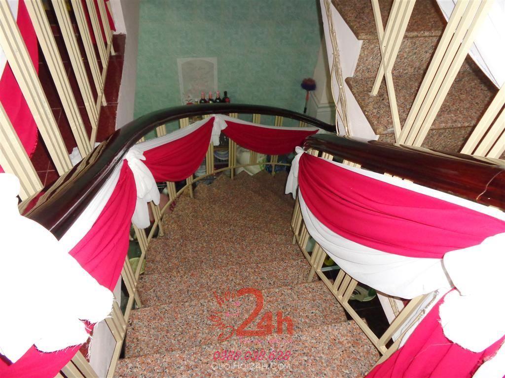 Dịch vụ cưới hỏi 24h trọn vẹn ngày vui chuyên trang trí nhà đám cưới hỏi và nhà hàng tiệc cưới | Trang trí cầu thang cùng vải voan