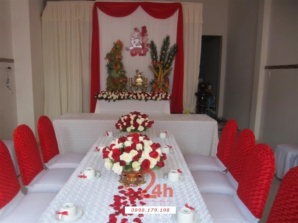 Dịch vụ cưới hỏi 24h trọn vẹn ngày vui chuyên trang trí nhà đám cưới hỏi và nhà hàng tiệc cưới | Trang trí nhà cưới tông trắng đỏ với ren đỏ 1