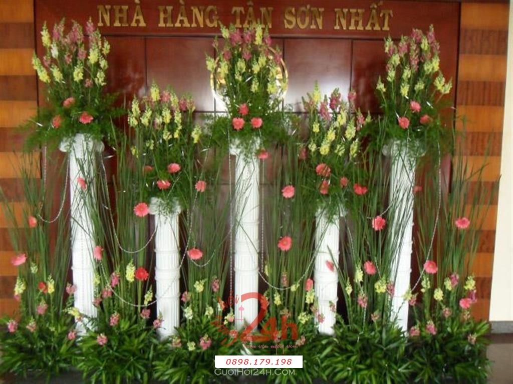 Dịch vụ cưới hỏi 24h trọn vẹn ngày vui chuyên trang trí nhà đám cưới hỏi và nhà hàng tiệc cưới | Trang trí nhà hàng cùng 5 trụ hoa tươi