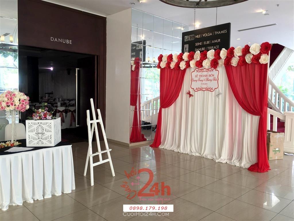 Dịch vụ cưới hỏi 24h trọn vẹn ngày vui chuyên trang trí nhà đám cưới hỏi và nhà hàng tiệc cưới | Trang trí sảnh đón khách trong tiệc cưới tông đỏ hồng