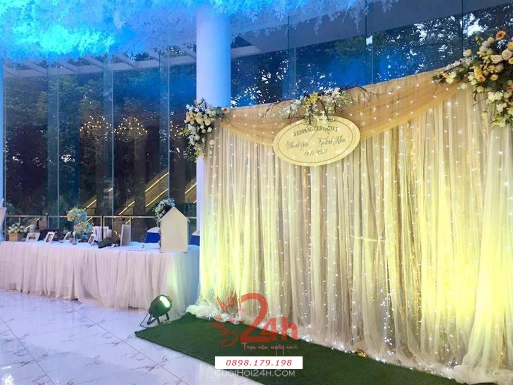 Dịch vụ cưới hỏi 24h trọn vẹn ngày vui chuyên trang trí nhà đám cưới hỏi và nhà hàng tiệc cưới | Trang trí sảnh đón khách trong tiệc cưới tông trắng