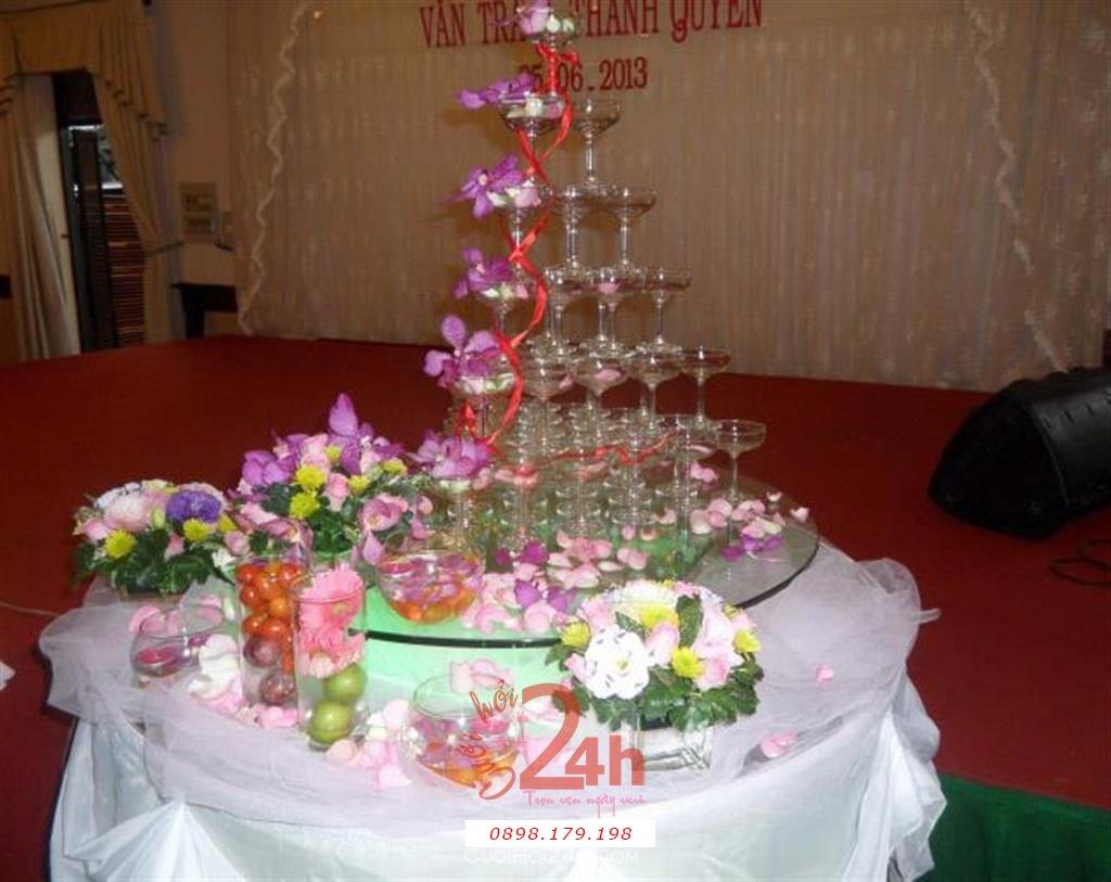 Dịch vụ cưới hỏi 24h trọn vẹn ngày vui chuyên trang trí nhà đám cưới hỏi và nhà hàng tiệc cưới | Trang trí tháp rượu với hoa tươi phong lan tím