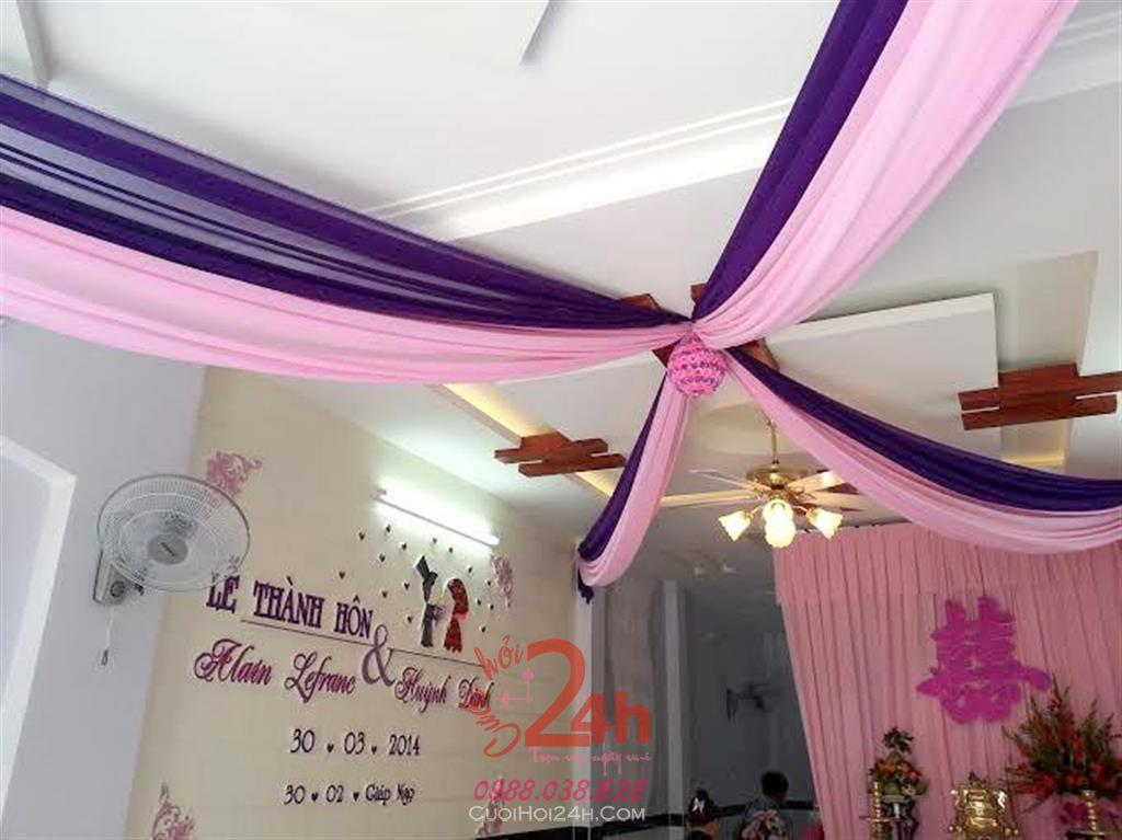 Dịch vụ cưới hỏi 24h trọn vẹn ngày vui chuyên trang trí nhà đám cưới hỏi và nhà hàng tiệc cưới | Trang trí trần nhà lạ mắt cùng vải voan tông tím