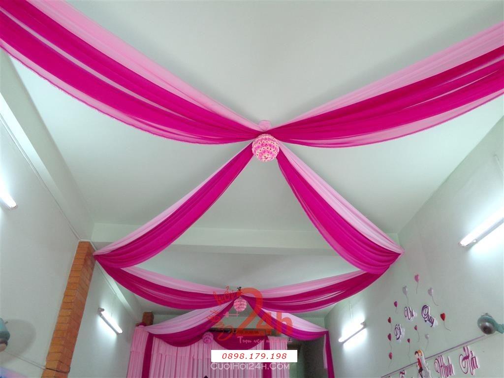 Dịch vụ cưới hỏi 24h trọn vẹn ngày vui chuyên trang trí nhà đám cưới hỏi và nhà hàng tiệc cưới | Trang trí trần nhà ngày cưới cùng trái châu tông hồng