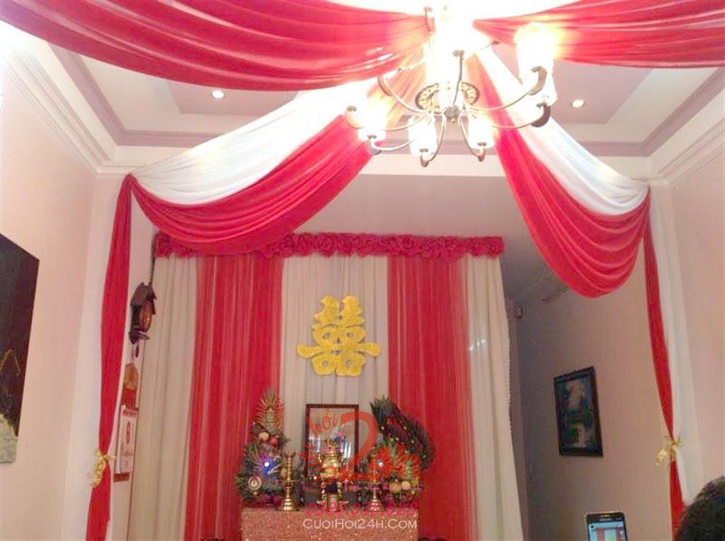 Dịch vụ cưới hỏi 24h trọn vẹn ngày vui chuyên trang trí nhà đám cưới hỏi và nhà hàng tiệc cưới | Trang trí trần nhà tông đỏ cùng đèn chùm
