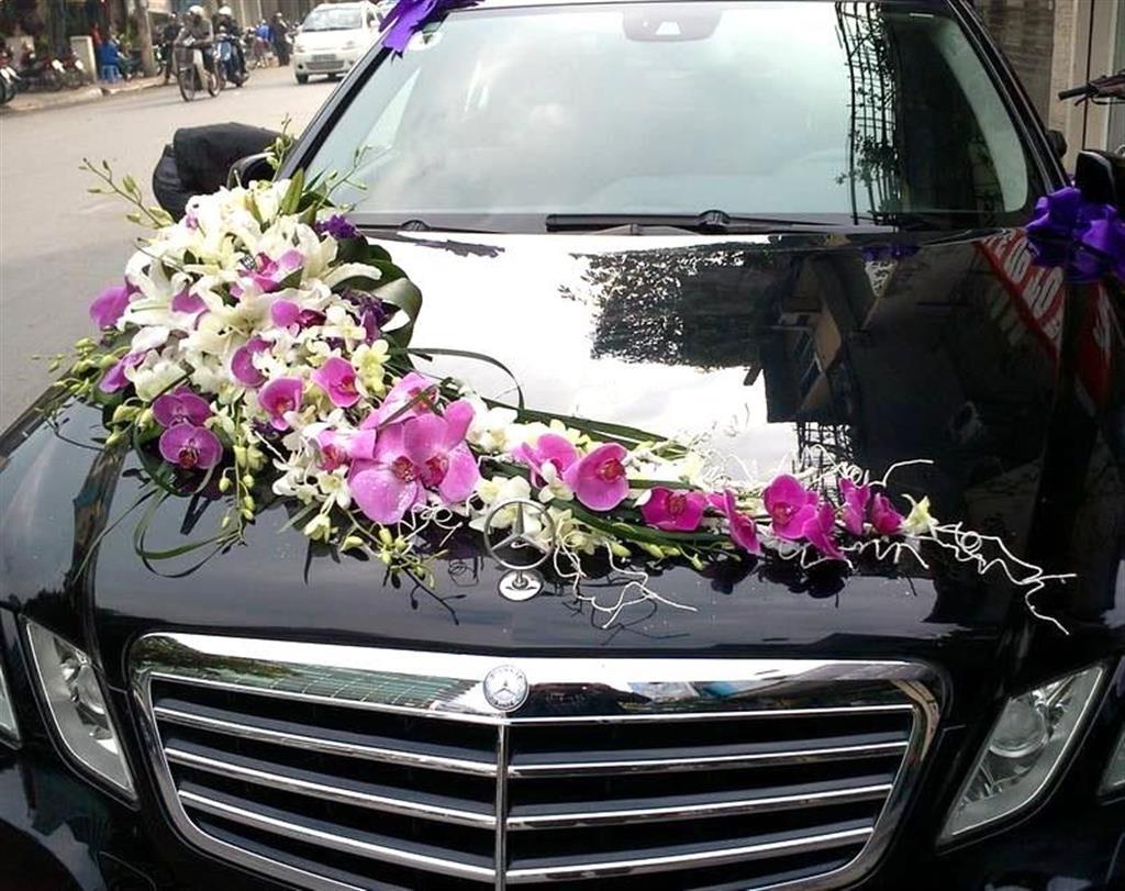 Dịch vụ cưới hỏi 24h trọn vẹn ngày vui chuyên trang trí nhà đám cưới hỏi và nhà hàng tiệc cưới | Xe cưới 4 chỗ màu đen kết hoa ly và lan hồ điệp tím sang trọng
