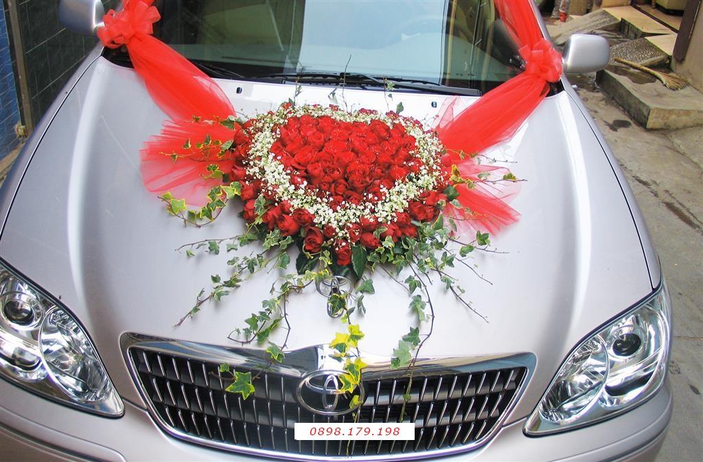 Dịch vụ cưới hỏi 24h trọn vẹn ngày vui chuyên trang trí nhà đám cưới hỏi và nhà hàng tiệc cưới | Xe màu bạc kết hoa trái tim đỏ thắm