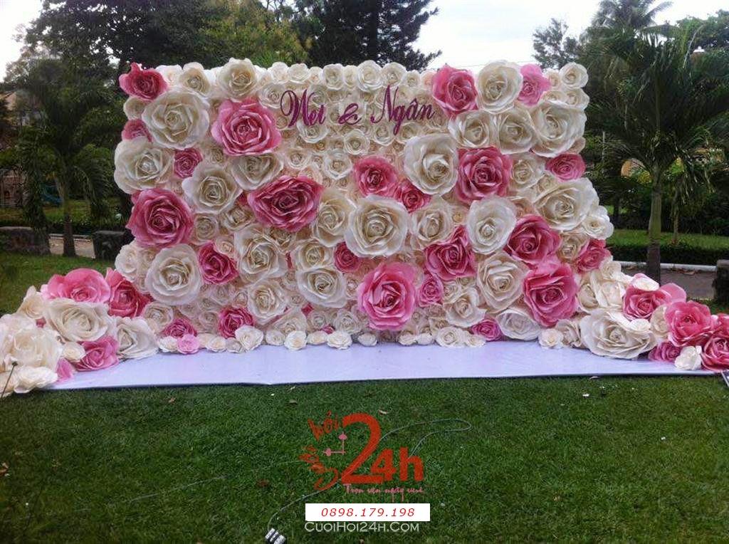 Dịch vụ cưới hỏi 24h trọn vẹn ngày vui chuyên trang trí nhà đám cưới hỏi và nhà hàng tiệc cưới | Phông cưới - Back drop kết từ hoa hồng giấy trắng hồng ngọt ngào