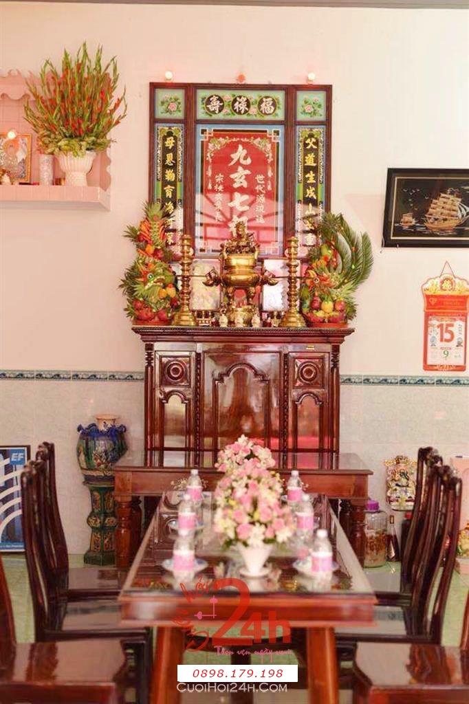 Dịch vụ cưới hỏi 24h trọn vẹn ngày vui chuyên trang trí nhà đám cưới hỏi và nhà hàng tiệc cưới | Trang trí bàn thờ gia tiên phong cách truyền thống với cặp rồng phụng hiện đại