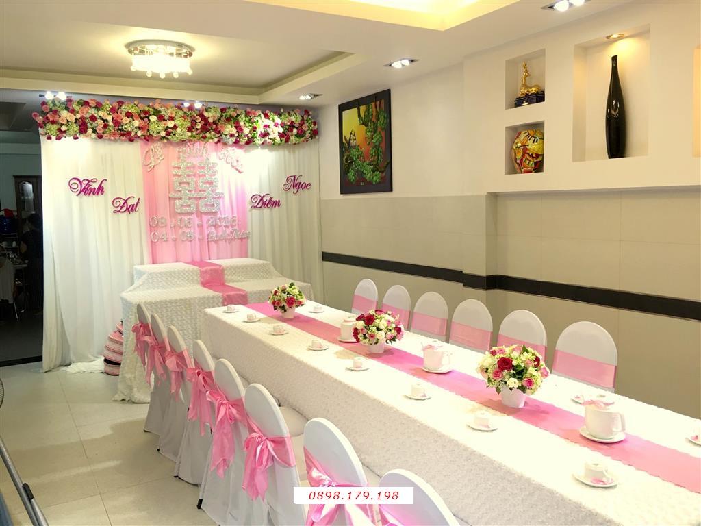 Dịch vụ cưới hỏi 24h trọn vẹn ngày vui chuyên trang trí nhà đám cưới hỏi và nhà hàng tiệc cưới | Trang trí nhà cưới hỏi tông trắng hồng ngọt ngào (2)