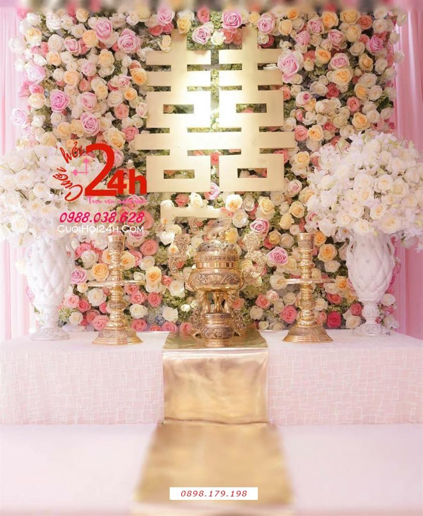 Dịch vụ cưới hỏi 24h trọn vẹn ngày vui chuyên trang trí nhà đám cưới hỏi và nhà hàng tiệc cưới | Bàn gia tiên ngày cưới kết hoa tươi màu hồng phấn vàng kim