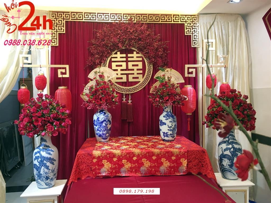 Dịch vụ cưới hỏi 24h trọn vẹn ngày vui chuyên trang trí nhà đám cưới hỏi và nhà hàng tiệc cưới | Dịch vụ trang trí bàn gia tiên ngày cưới tông đỏ sang trọng