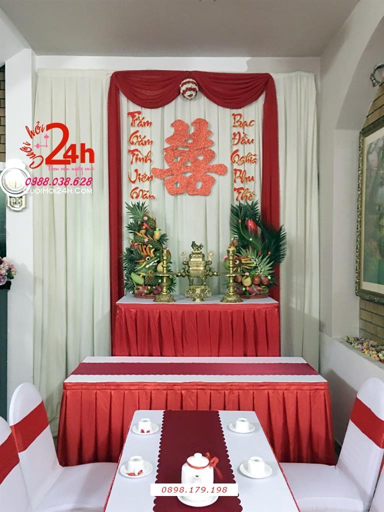 Dịch vụ cưới hỏi 24h trọn vẹn ngày vui chuyên trang trí nhà đám cưới hỏi và nhà hàng tiệc cưới | Trang trí bàn gia tiên ngày cưới tông trắng đỏ nổi bật cùng cặp rồng phụng