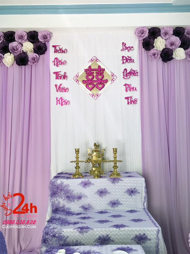 Dịch vụ cưới hỏi 24h trọn vẹn ngày vui chuyên trang trí nhà đám cưới hỏi và nhà hàng tiệc cưới | Trang trí bàn gia tiên ngày cưới voan trắng tím kết hoa giấy
