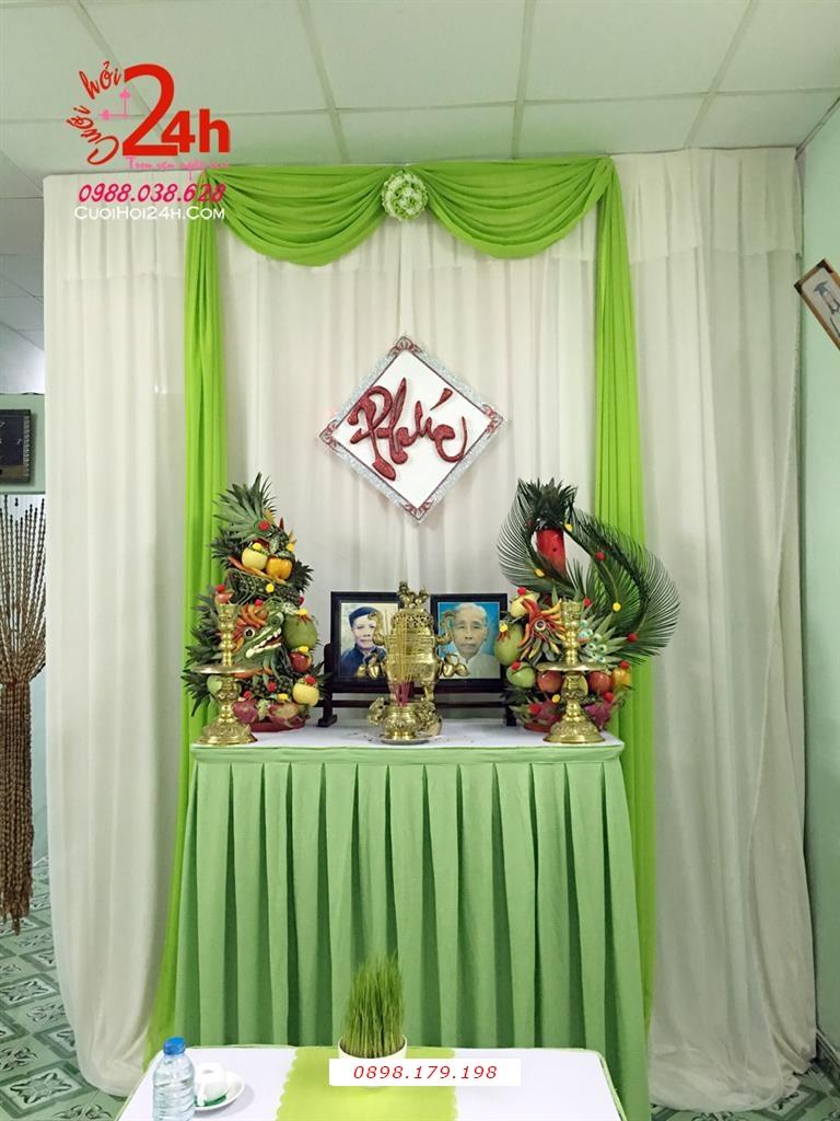 Dịch vụ cưới hỏi 24h trọn vẹn ngày vui chuyên trang trí nhà đám cưới hỏi và nhà hàng tiệc cưới | Trang trí bàn gia tiên ngày cưới với voan trắng xanh lá cây