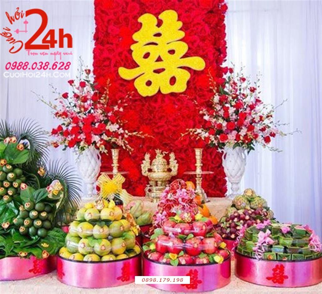 Dịch vụ cưới hỏi 24h trọn vẹn ngày vui chuyên trang trí nhà đám cưới hỏi và nhà hàng tiệc cưới | Trang trí bàn gia tiên với hoa giấy đỏ nổi bật