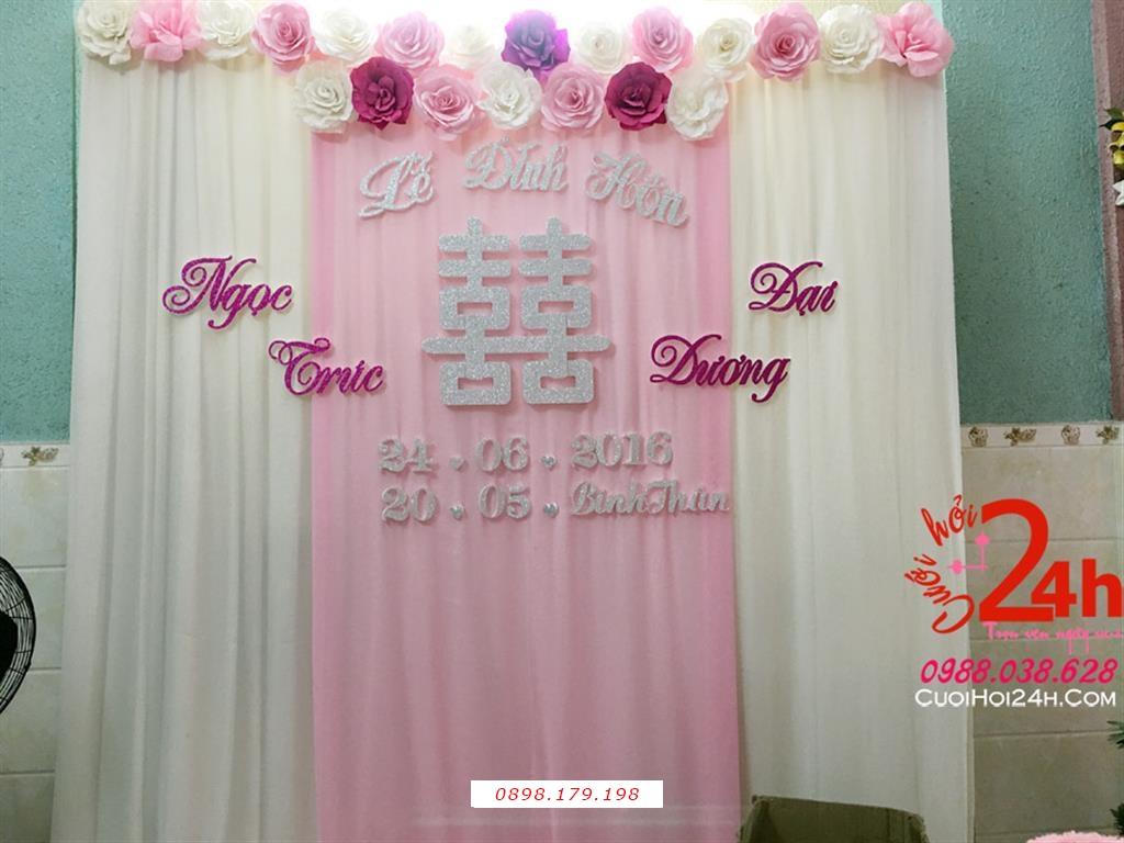 Dịch vụ cưới hỏi 24h trọn vẹn ngày vui chuyên trang trí nhà đám cưới hỏi và nhà hàng tiệc cưới | Phông cưới voan mái kết hoa giấy
