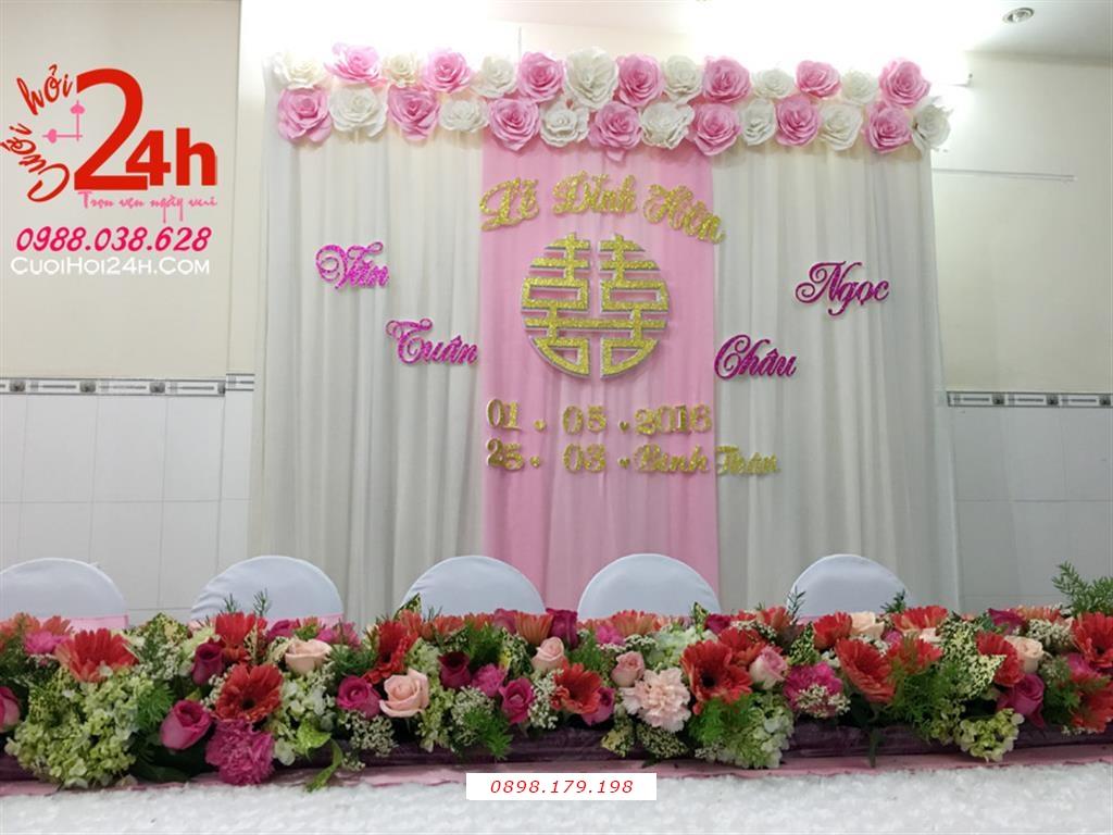 Dịch vụ cưới hỏi 24h trọn vẹn ngày vui chuyên trang trí nhà đám cưới hỏi và nhà hàng tiệc cưới | Phông cưới voan mái kết hoa giấy trắng hồng phấn