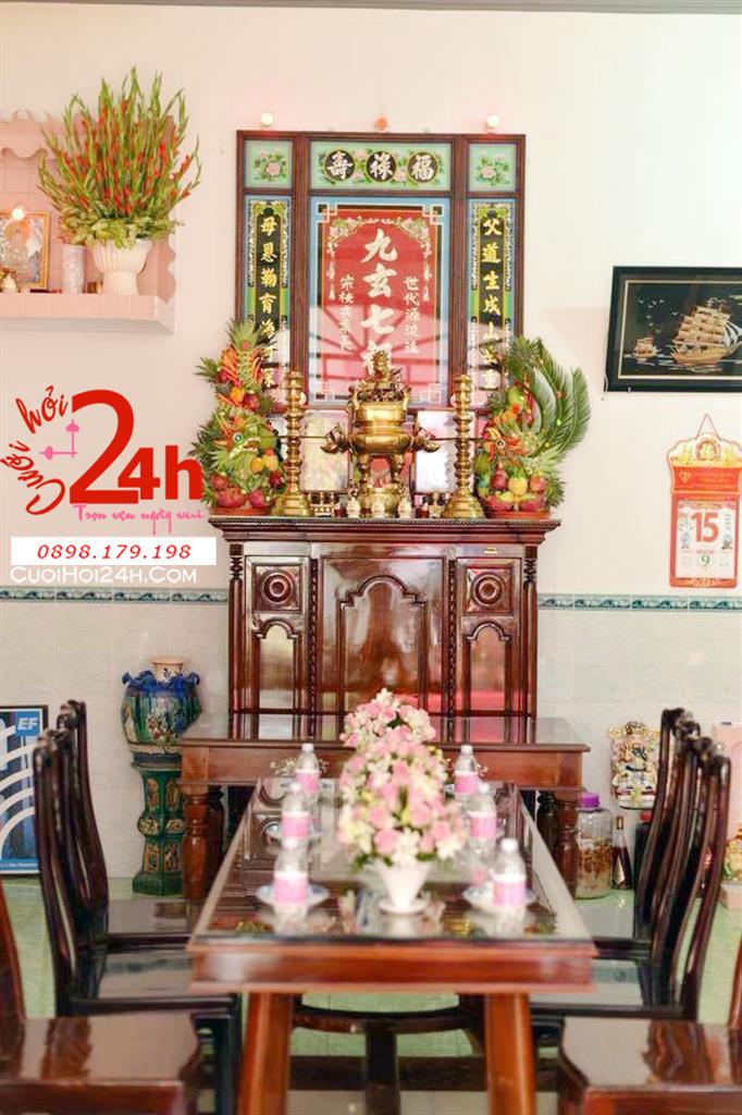 Dịch vụ cưới hỏi 24h trọn vẹn ngày vui chuyên trang trí nhà đám cưới hỏi và nhà hàng tiệc cưới | Trang trí bàn gia tiên truyền thống với cặp rồng phụng sang trọng