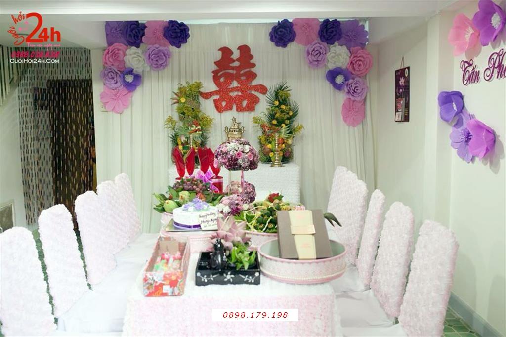 Dịch vụ cưới hỏi 24h trọn vẹn ngày vui chuyên trang trí nhà đám cưới hỏi và nhà hàng tiệc cưới | Trang trí nhà cưới hỏi voan trắng kết hoa giấy tím hồng