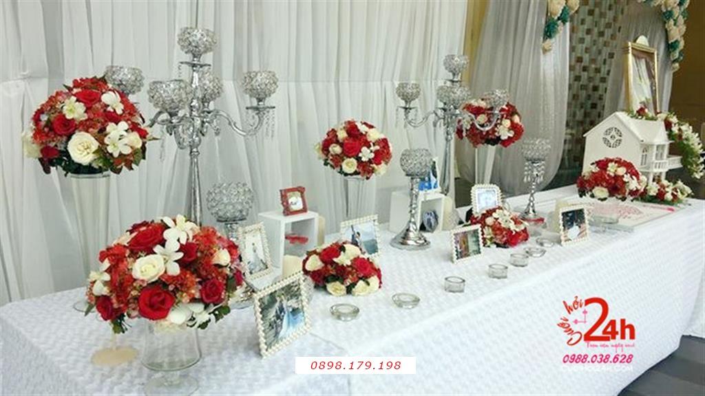 Dịch vụ cưới hỏi 24h trọn vẹn ngày vui chuyên trang trí nhà đám cưới hỏi và nhà hàng tiệc cưới | Bàn ký tên ngày cưới vải hoa hồng trắng trang trí trụ hoa cao tông trắng đỏ