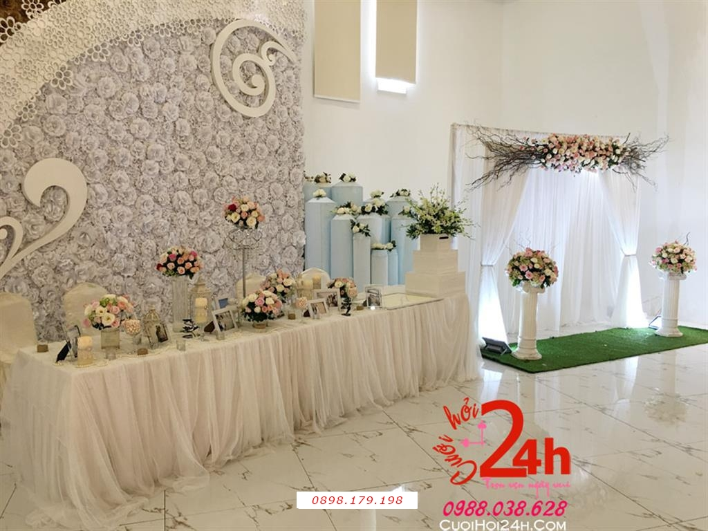 Dịch vụ cưới hỏi 24h trọn vẹn ngày vui chuyên trang trí nhà đám cưới hỏi và nhà hàng tiệc cưới | Bàn ký tên trang trí hoa tông trắng