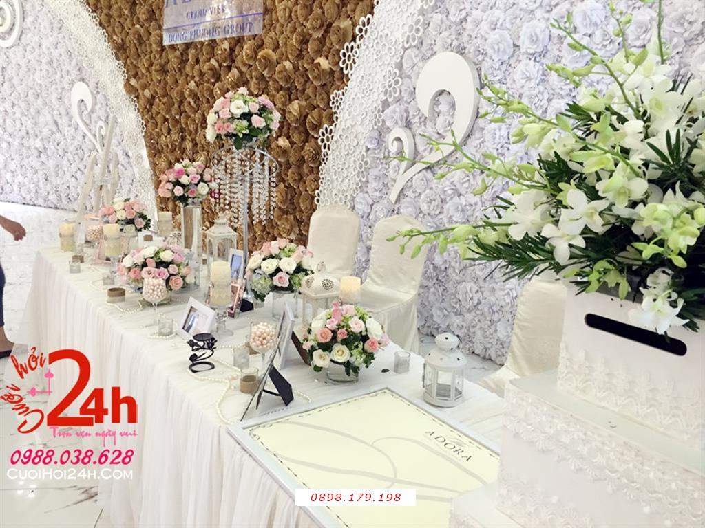 Dịch vụ cưới hỏi 24h trọn vẹn ngày vui chuyên trang trí nhà đám cưới hỏi và nhà hàng tiệc cưới | Bàn ký tên trang trí hoa tông trắng (2)
