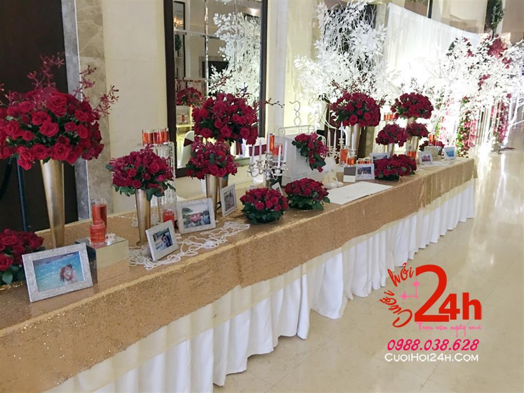 Dịch vụ cưới hỏi 24h trọn vẹn ngày vui chuyên trang trí nhà đám cưới hỏi và nhà hàng tiệc cưới | Trang trí bàn ký tên ngày cưới trắng vàng kim trang trí các trụ hoa tươi tông đỏ