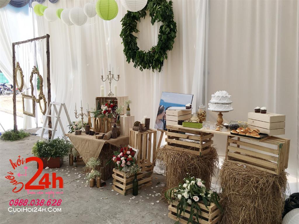Dịch vụ cưới hỏi 24h trọn vẹn ngày vui chuyên trang trí nhà đám cưới hỏi và nhà hàng tiệc cưới | Trang trí bàn ký tên phong cách rustic (1)
