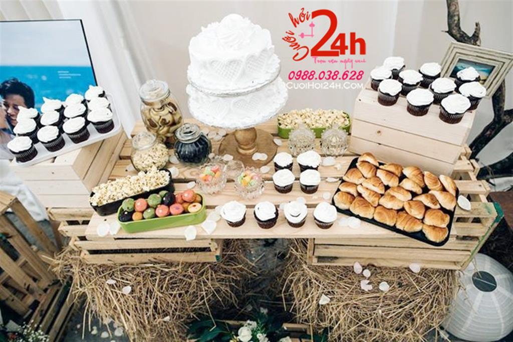 Dịch vụ cưới hỏi 24h trọn vẹn ngày vui chuyên trang trí nhà đám cưới hỏi và nhà hàng tiệc cưới | Trang trí bàn ký tên phong cách rustic cùng bánh ngọt