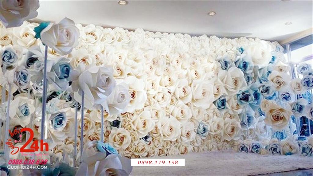Dịch vụ cưới hỏi 24h trọn vẹn ngày vui chuyên trang trí nhà đám cưới hỏi và nhà hàng tiệc cưới | Backdrop hoa giấy tông trắng điểm hoa màu xanh ngọc