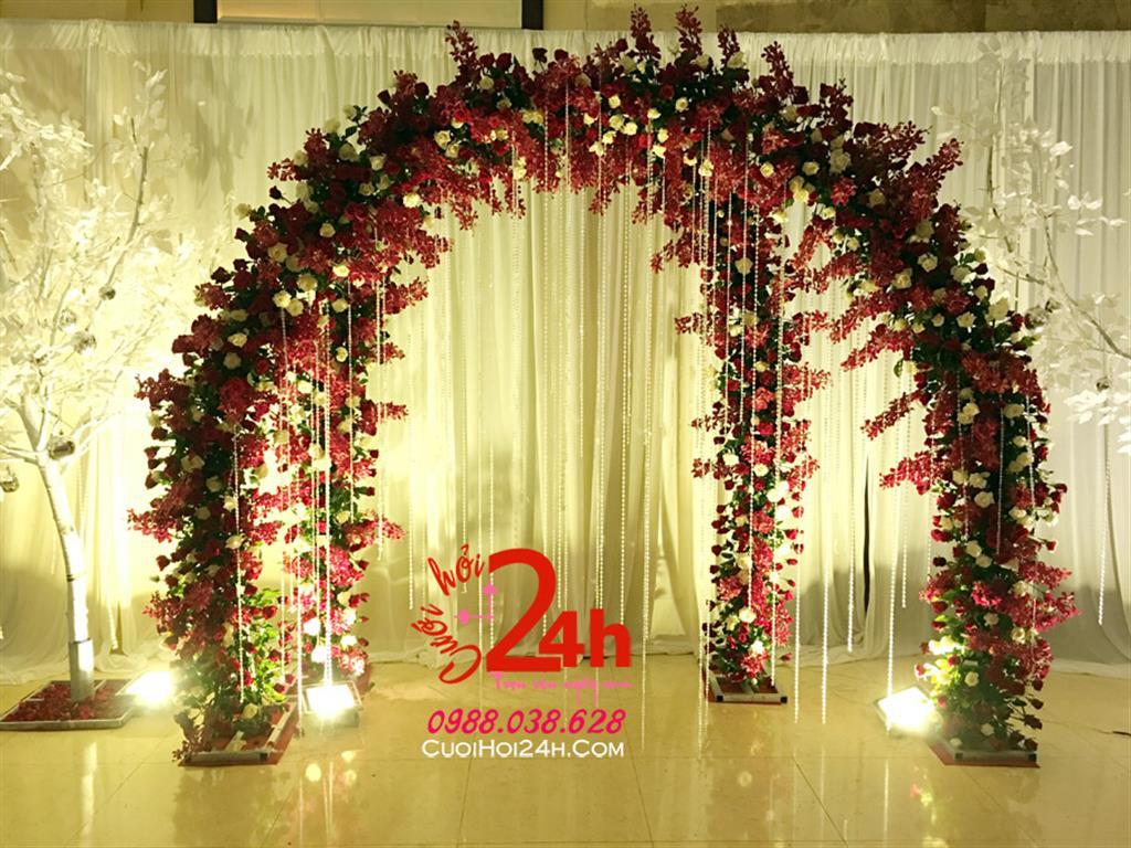 Dịch vụ cưới hỏi 24h trọn vẹn ngày vui chuyên trang trí nhà đám cưới hỏi và nhà hàng tiệc cưới | Backdrop hoa tươi tạo dáng cổng hoa 2D kết hoa tông đỏ phối dây pha lê