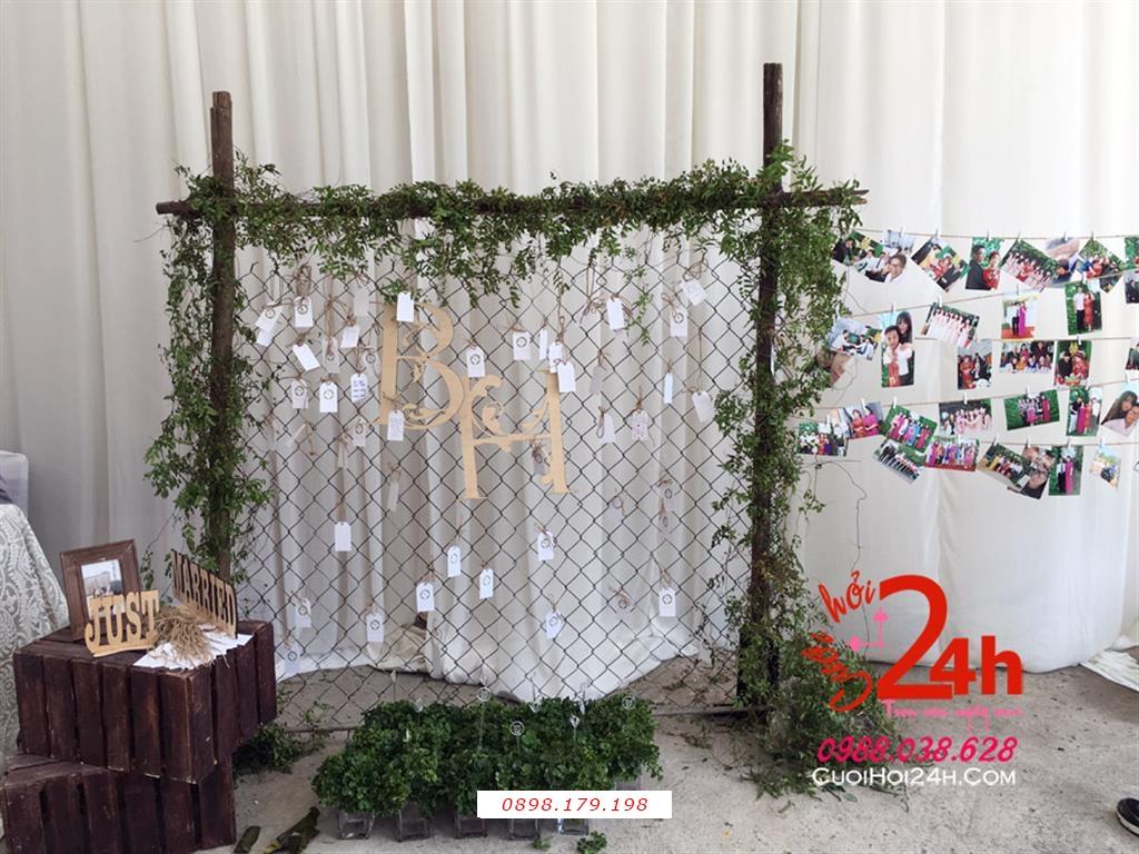 Dịch vụ cưới hỏi 24h trọn vẹn ngày vui chuyên trang trí nhà đám cưới hỏi và nhà hàng tiệc cưới | Backdrop ngày cưới tông xanh lá trang trí nổi bật
