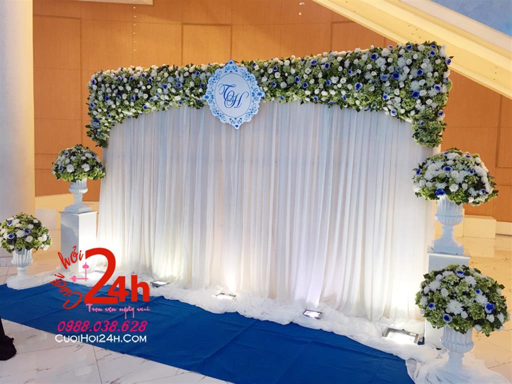 Dịch vụ cưới hỏi 24h trọn vẹn ngày vui chuyên trang trí nhà đám cưới hỏi và nhà hàng tiệc cưới | Phông cưới voan mái kết hoa tươi cùng trụ hoa