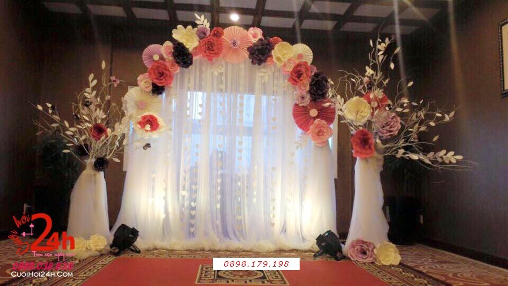 Dịch vụ cưới hỏi 24h trọn vẹn ngày vui chuyên trang trí nhà đám cưới hỏi và nhà hàng tiệc cưới | Phông cưới voan mái kết hoa giấy to đẹp