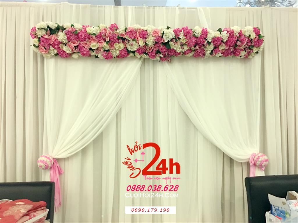 Dịch vụ cưới hỏi 24h trọn vẹn ngày vui chuyên trang trí nhà đám cưới hỏi và nhà hàng tiệc cưới | Phông cưới voan trắng tạo dáng bức rèm mái kết hoa tươi tông trắng hồng phấn