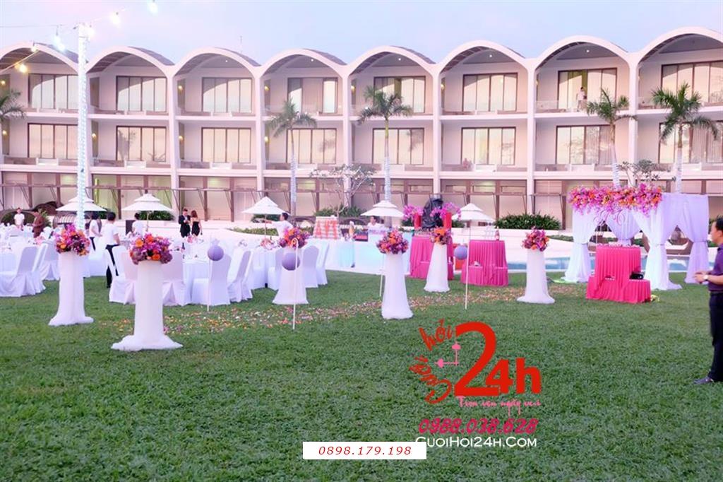 Dịch vụ cưới hỏi 24h trọn vẹn ngày vui chuyên trang trí nhà đám cưới hỏi và nhà hàng tiệc cưới | Trang trí lối đi nhà ngày cưới với trụ hoa tươi
