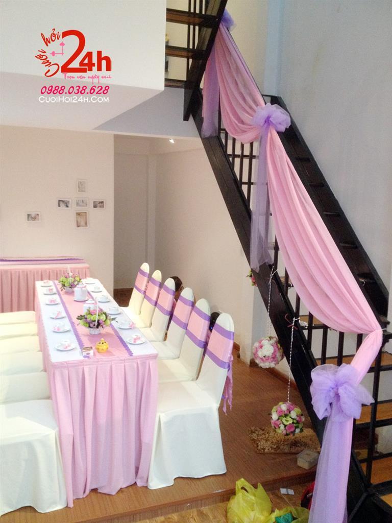 Dịch vụ cưới hỏi 24h trọn vẹn ngày vui chuyên trang trí nhà đám cưới hỏi và nhà hàng tiệc cưới | Trang trí tay vịn cầu thang ngày cưới với voan hồng